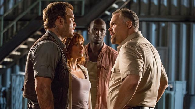 Jurassic-World-Chris-Pratt-Bryce-Dallas-Howard-Omar-Sy-Vincent-DOnofrio