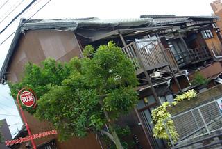 P1060773 Casas hacia la estacion de Tojinmachi (Fukuoka) 14-07-2010