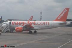 G-EZBU - 3118 - EasyJet - Airbus A319-111 - Luton - 160611 - Steven Gray - P1000031