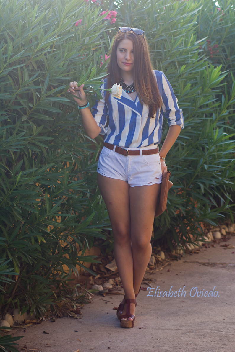 shorts zara clutch pull and bear camisa marinera azul y blanca blusa cuñas marrones marypaz gafas sol tommy hilfiger (6)