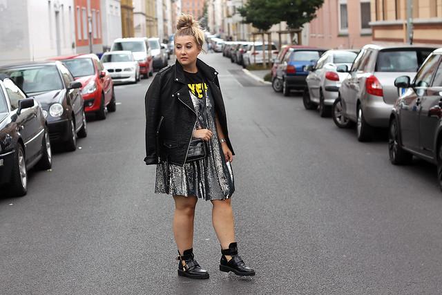 outfit-look-style-modeblog-fashionblog-pailettenkleid-über-shirt-zara-top-balenciaga-boots8