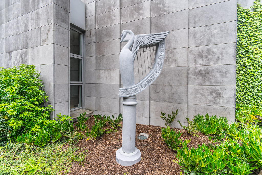 COMMEMORATIVE SCULPTURE BY JETHRO SHEEN [GALWAY COUNTY HALL]-119930