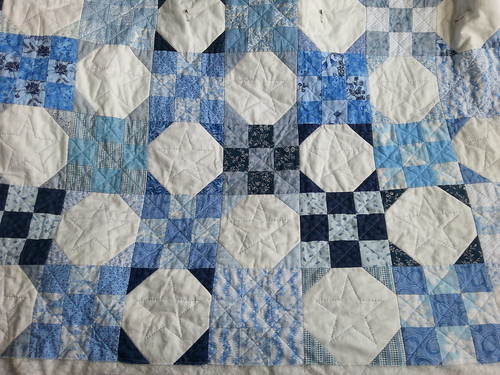 Blue and white - the hand quilting has finally started!