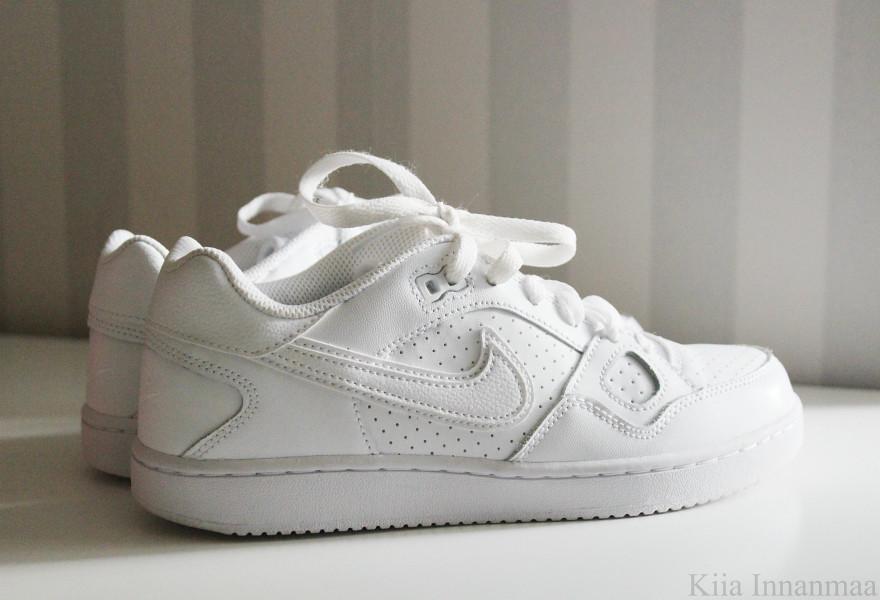 valkoiset tennarit