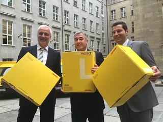 Garrelt Duin (NRW-Wirtschaftsminister), Jürgen Gerdes (DHL Paket-Chef), Thomas Eiskirch (Oberbürgermeister von Bochum)