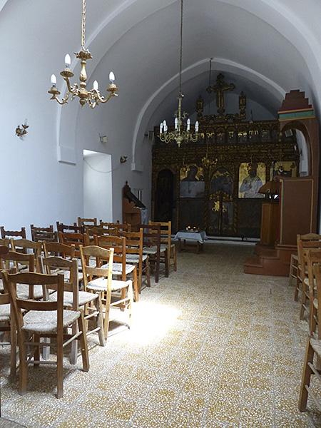 l'intérieur d ela minuscule église