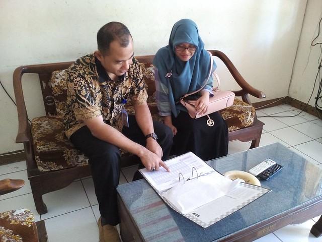 MAHASIWA  STIS JAKARTA SAMBANGI  PPID  KPU KABUPATEN TULUNGAGUNG