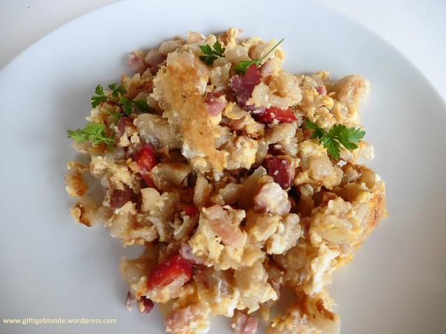 Nockerlpfanne mit Speck, Käse und Paprika - defitge Küche für kalte Tage