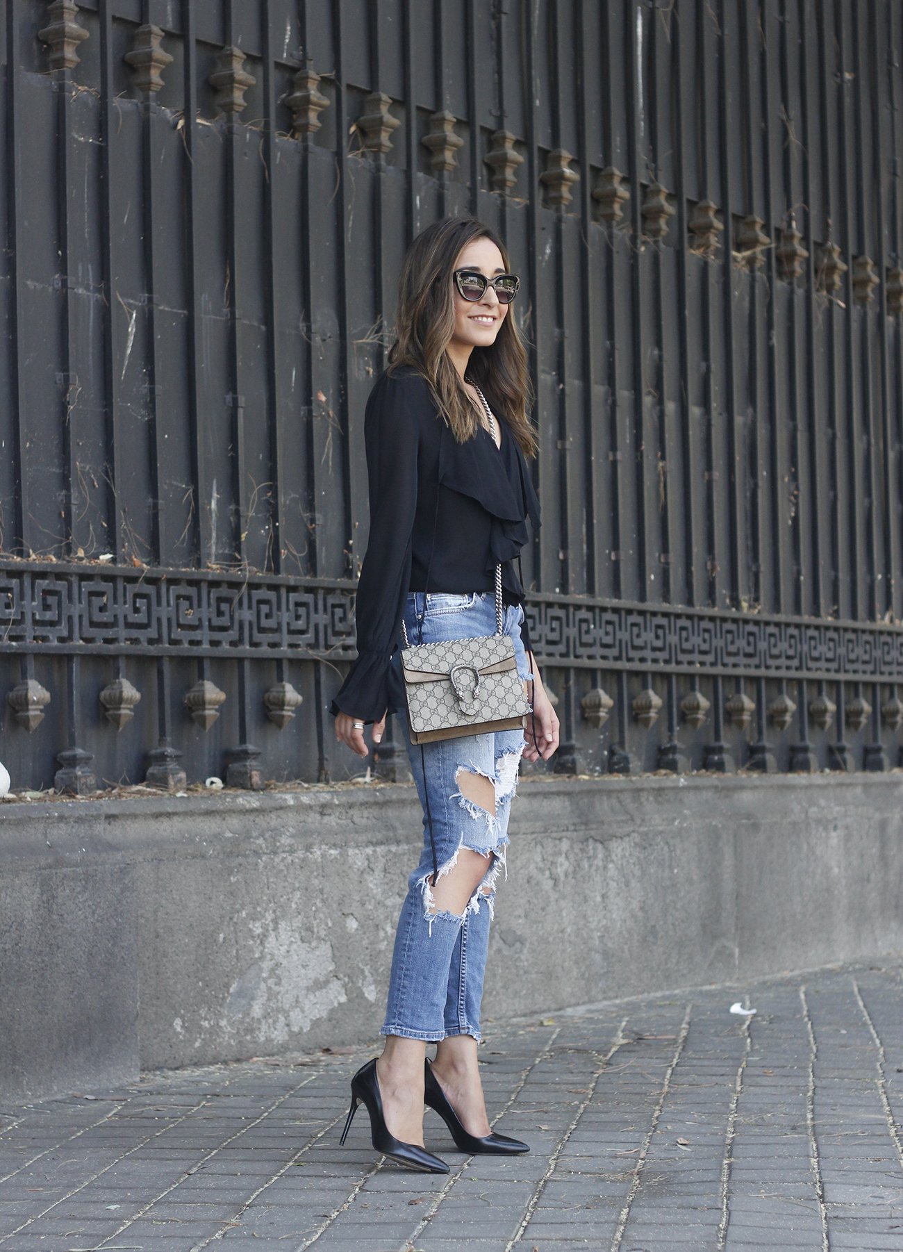 frilled shirt ripped jeans black heels gucci bag summer outfit sunnies03
