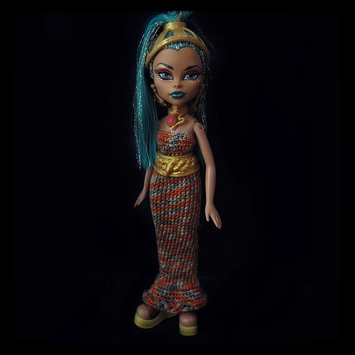Now, that's an egyptian doll.. Nefera Dr Nile on Bratz body - with proportions of #ushabti, #OOAK by my friend, now stays with me. For #365days project, 230/365