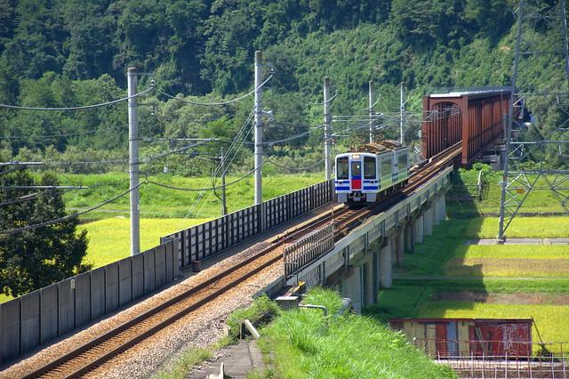 北越急行HK100:信濃川橋梁