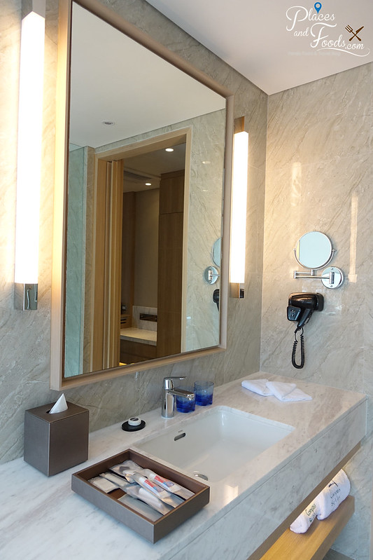 compass skyview hotel bangkok bathroom