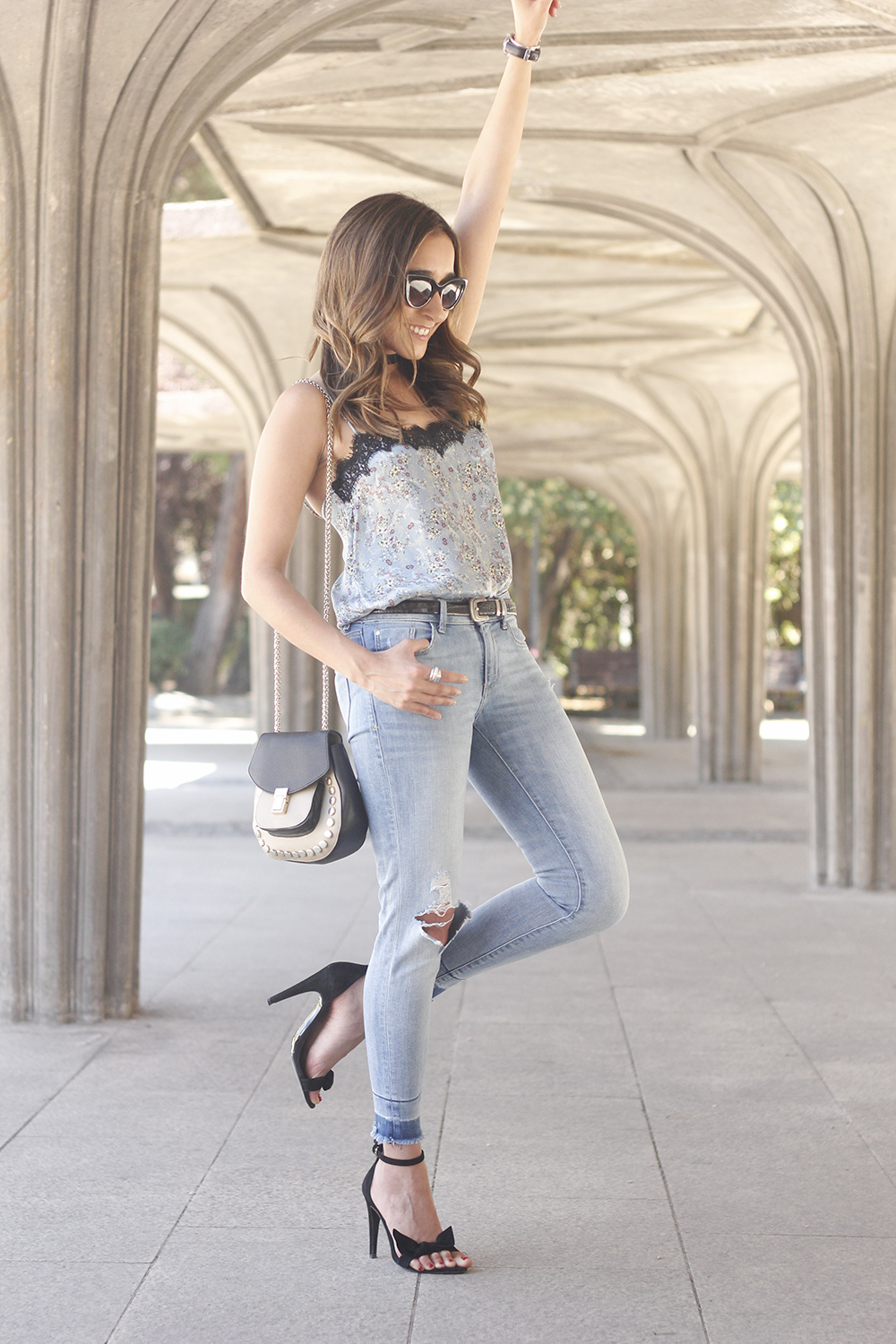 Lace top with skinny jeans heels summer outfit fashion style accesories16