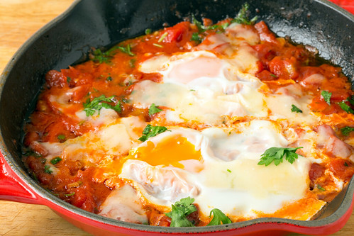 poached-eggs-tomato-sauce