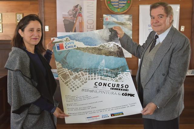 Directora del Departamento Administrativo de Educación Municipal (Daem Lacustre), María Luisa Rivera, y volcanólogo del Sernageomin, Hugo Moreno.