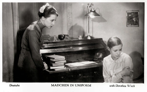 Dorothea Wieck and Hertha Thiele in Mädchen in Uniform (1931)