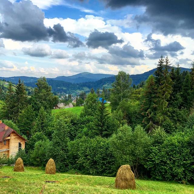 3G - такая редкость в горах. Пользуюсь моментом хорошей погоды и наличия инета. #travelukraine #ukraine #carpathians #trostyan #mountain