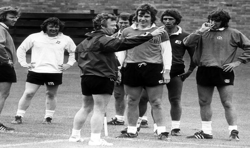 Billy Bingham with Everton players