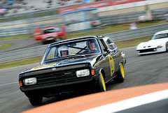 Legendärer Cliff-Calibra am Start: Opel feiert beim Oldtimer Grand Prix den Gewinn der Tourenwagen-WM vor 20 Jahren