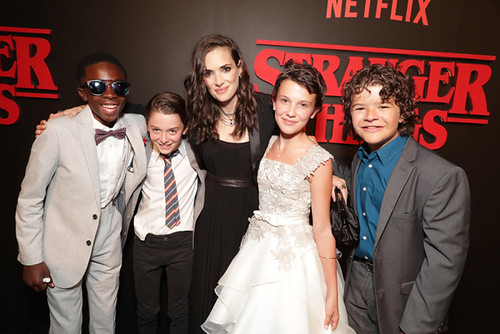 Stranger Things - Backtage - Cast