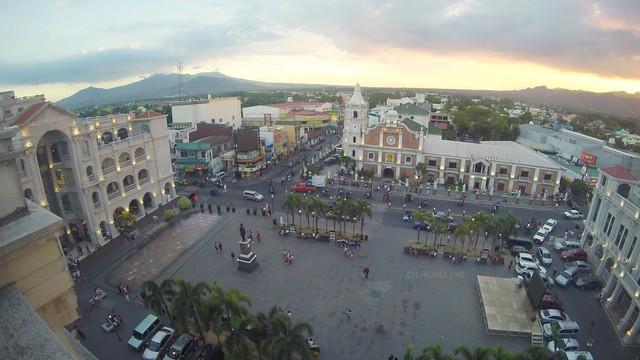 plaza mayor de ciudad de balanga