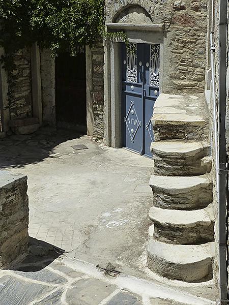 drôles de petits escaliers à Filoti