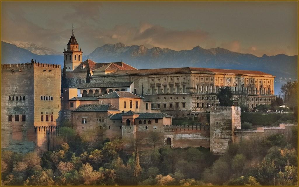La Alhambra al atardecer - Η Αλάμπρα στο ηλιοβασίλεμα