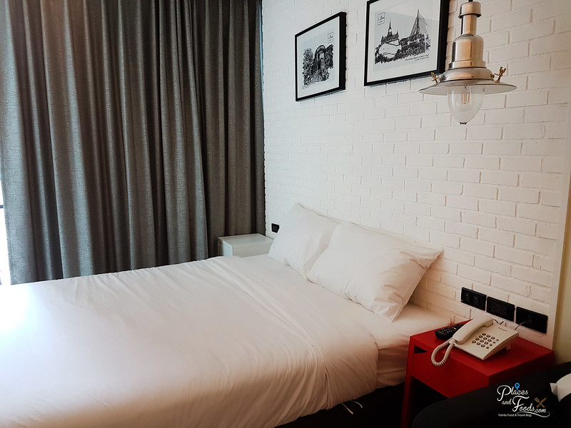 sleepbox sukhumvit 22 room bed