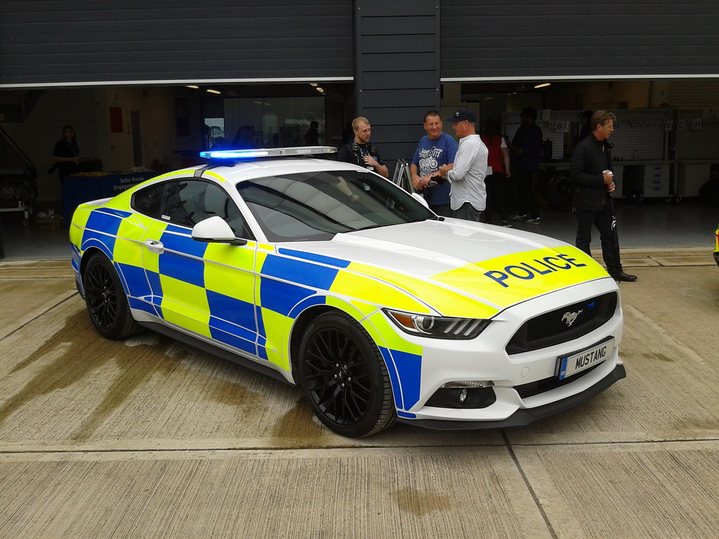 39 police 39 s550 mustang at silverstone. Black Bedroom Furniture Sets. Home Design Ideas