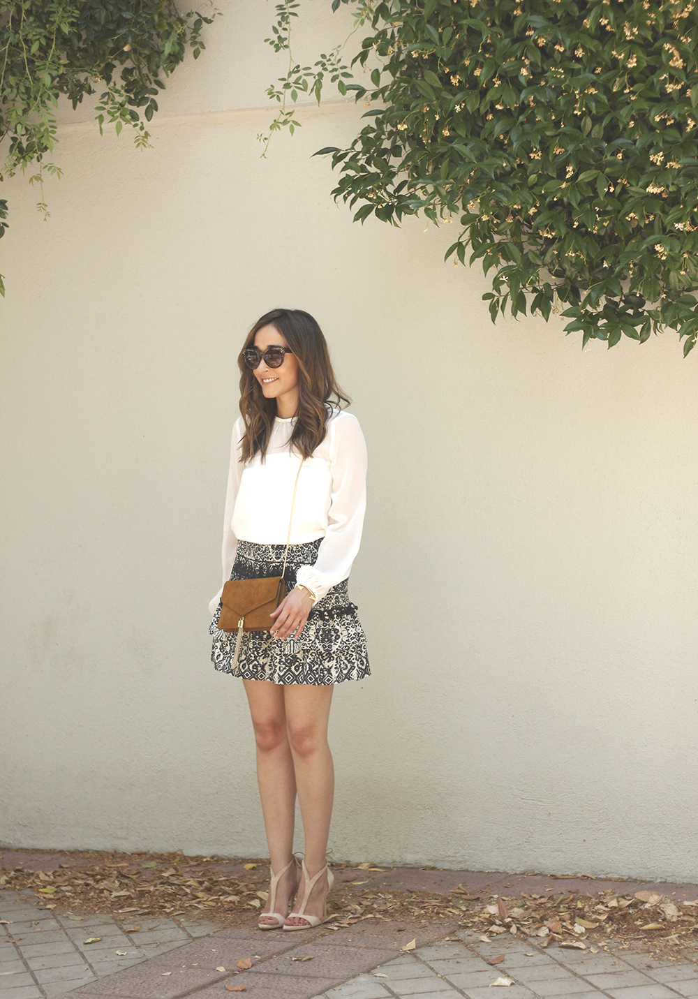 Green sumer skirt with white blouse heels fashion outfit style09