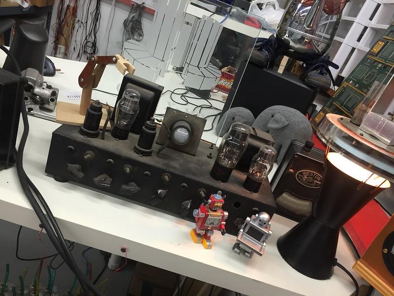 Många makers gör en poäng av att återanvända material, vilket ger en retrokänsla på projekten.