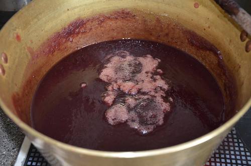 Blackcurrant and apple seedless jam Aug 16 (3)