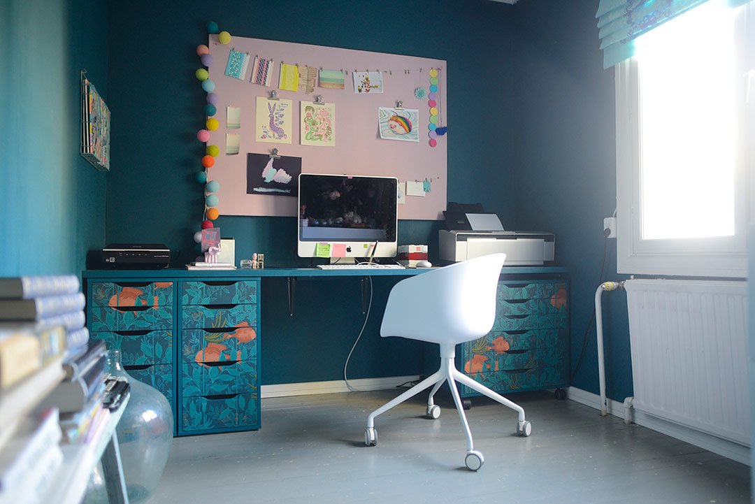 Kitschy home office with Ikea hack desk