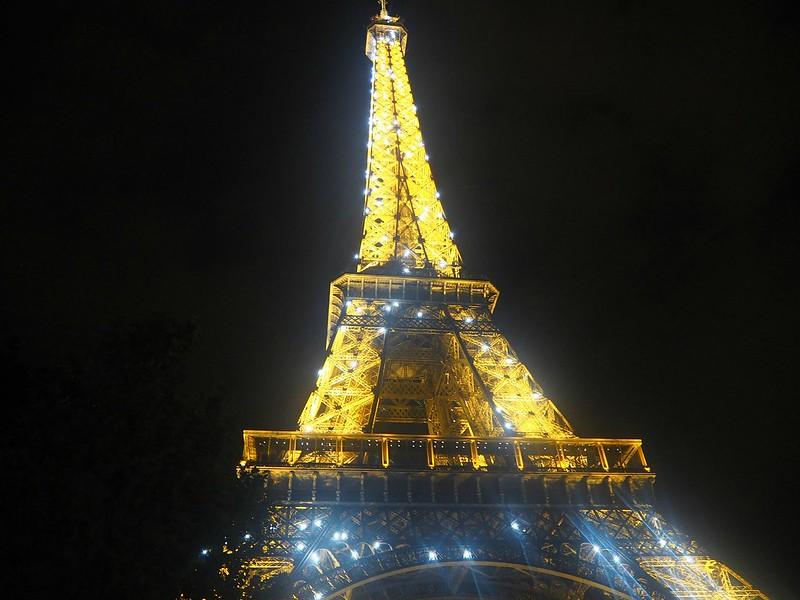ParisEiffelTowerLightsByNightP7220200,paris, france, ranska, pariisi, eiffel tower, eiffel torni, light show, valoshow, date night, treffi-ilta, in paris, life, experiment, kokemukset, elämä, travel, matkustaa, romanttinen, romantic, city, kaupunki, night, ranskalainen treffi ilta, french date night, first dayes, ensi treffit, paris by night, pariisi illalla,