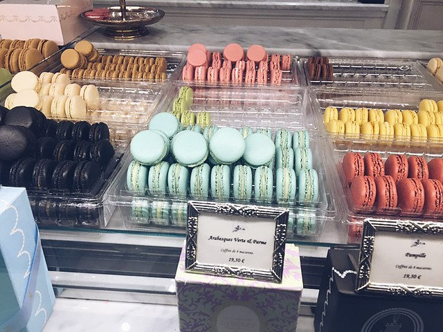 macarons, macaron, laduree, paris, pariisi, ranska, france, macarons at laduree, delicioius, colorful, tasty, laduree royale, rue royale, pastries, leivonnaiset, yum, nam, from paris, matka, travel, macarons from paris,