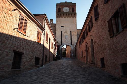 Ingresso al castello ed il borgo