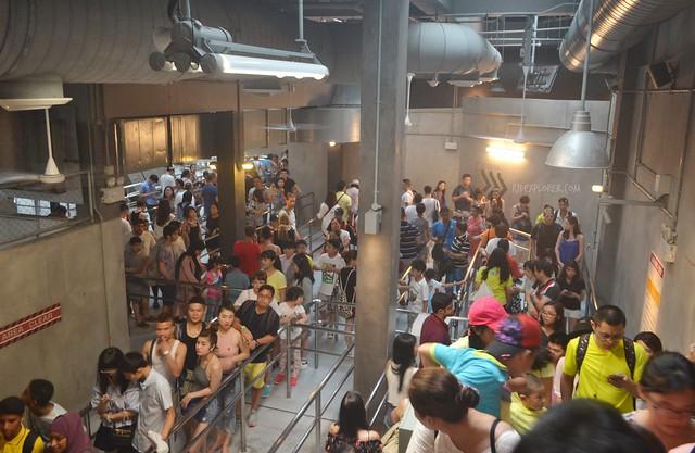 universal studios singapore long queue