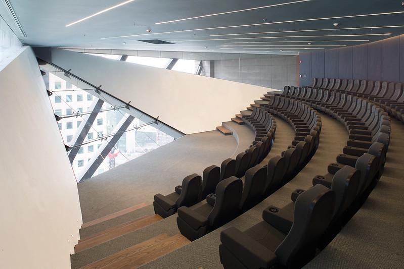 Панорамный конференц-зал в небоскребе от LBR + A