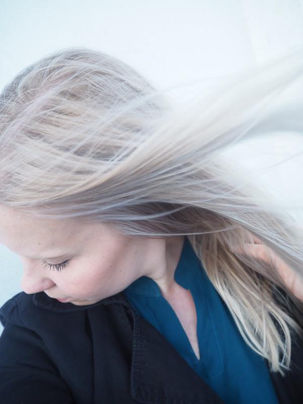 WindBlondeHairHighlightP7129393,IcyBlondeP7129420, babylights, highlights, hair styling, hiusten muotoilu, hiusten värjäys, raidoitus, raidat, stripes, highlighting, vaaleat hiukset, blonde, blond, blonde color, pitkät hiukset, long hair, icy blonde, jäinen vaalea, vauva raidat, ohuet hennot pikkuruiset raidat hiuksiin, beauty, kauneus, kokemus, arvio, review, hiukset, hair, hair talk, beauty talk, hair style, hius tyyli, hair term, hiustermi, natural tiny thin highlights, sun bleached hair, childhood hair, hair lightened up by the sun, babylights for blonde hair, baby raidat vaaleille hiuksille,