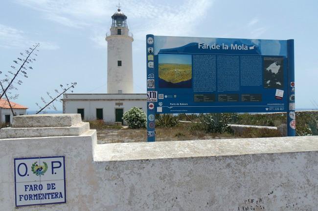 Outfit e viaggi Formentera, faro de La Mola (4)