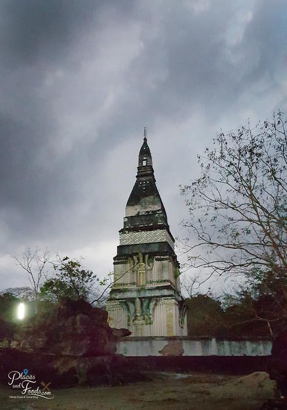 Phra Buddha Bhatha Bua bok vertical shot