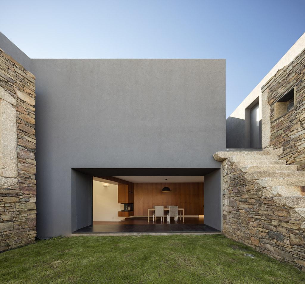 Vigário House - дом в древних руинах. Проект AND-RÉ