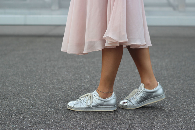 midi-skirt-details-adidas-superstars-wmbg