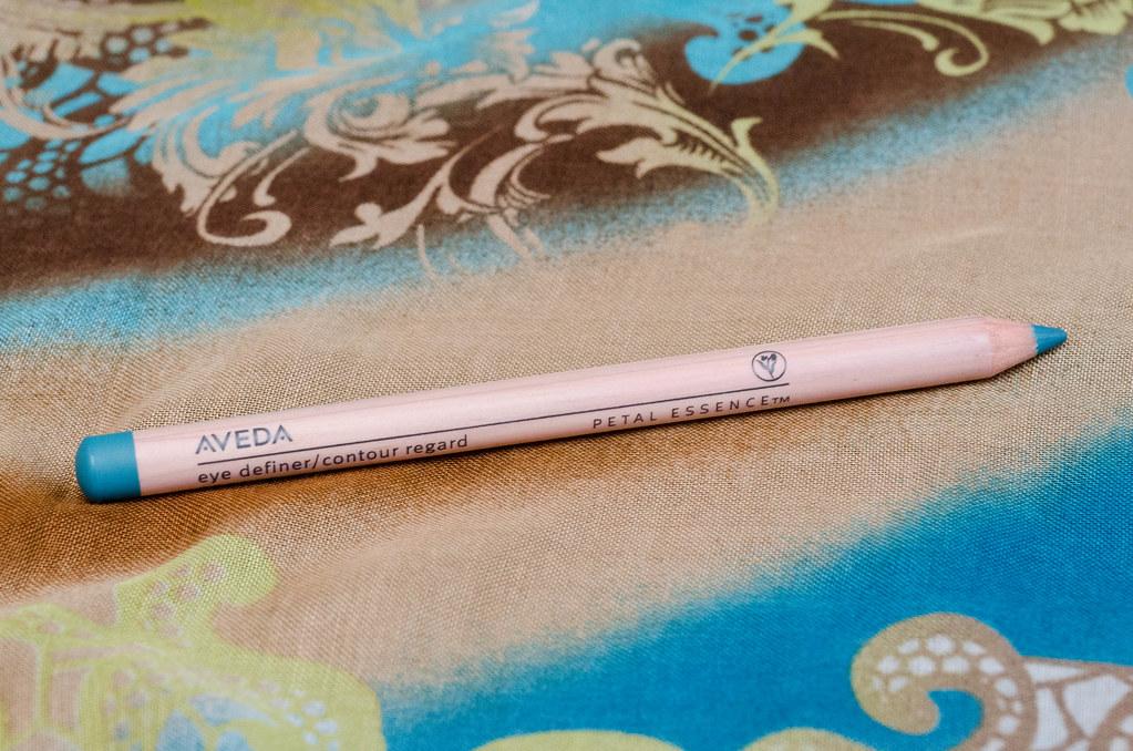 Бирюзовый карандаш для глаз