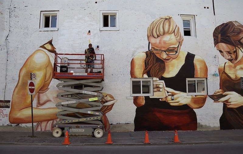 Is_this_Modern_Society_Mural_by_Street_Artist_Jupiter_Fab_in_Ontario_Canada_2016_09