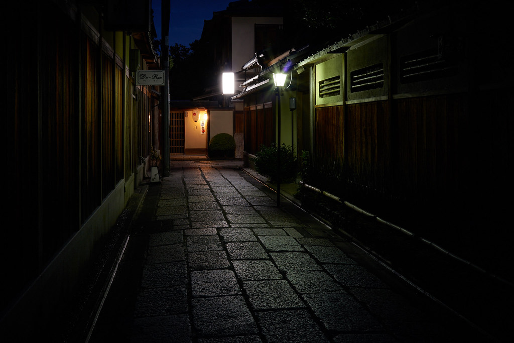 Ishibekoji alley at night 夜の石塀小路