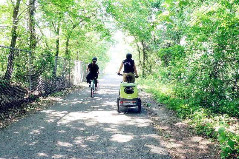 couple-biking-active-wear-3