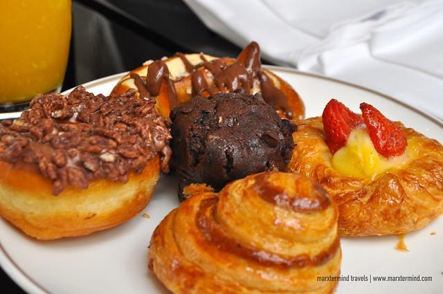 Tried Desserts at Signatures Restaurant Hotel Indonesia