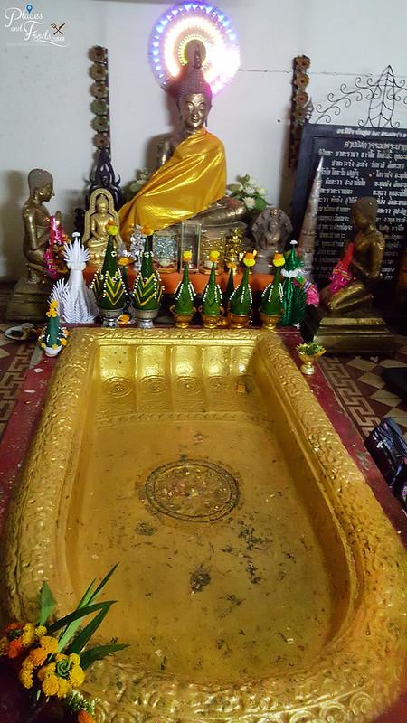 Phra Buddha Bhatha Bua bok golden buddha feet