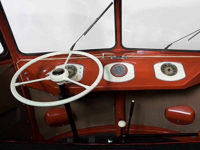 Салон Volkswagen T1 Fenster Barndoor Samba 1955 года